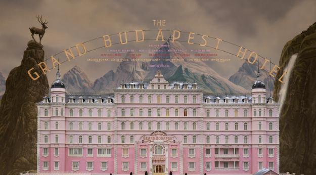 The Grand Budapest Hotel (布達佩斯大酒店) - 精確框架內的狂想自由